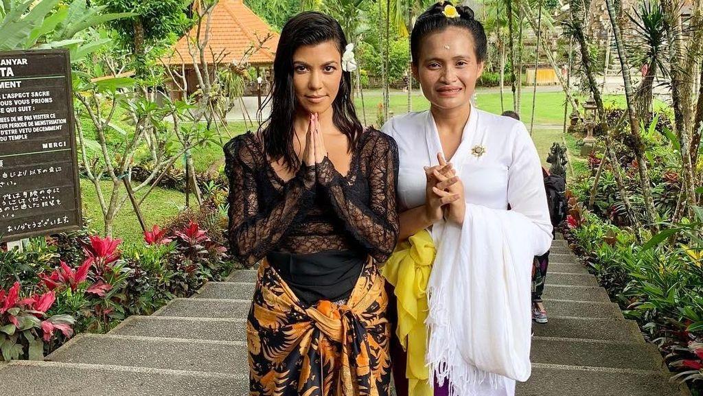 Foto: Deretan Gaya Seksi Keluarga Kardashian Saat Liburan di Bali