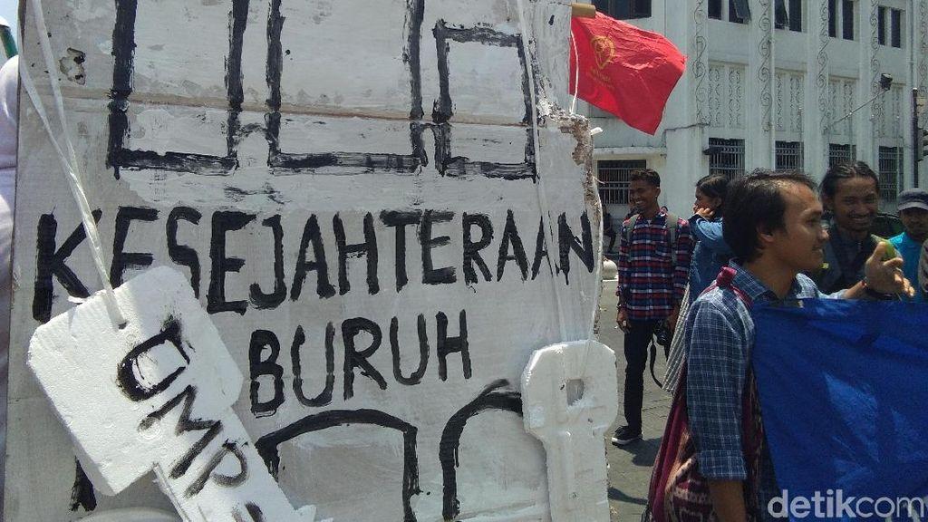 Suarakan Hak Buruh, Netizen Gemakan #MayDay di Medsos