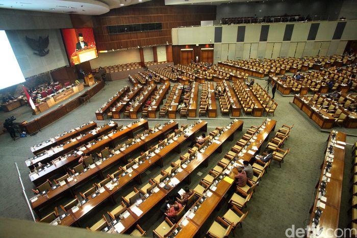 Dewan Perwakilan Rakyat (DPR) hari ini menggelar rapat paripurna. Salah satu agenda rapatnya adalah mengesahkan rancangan undang-undang (RUU) anggaran pendapatan dan belanja negara (APBN) 2019.