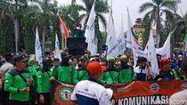Buruh Cilegon Demo Minta UMK Naik 15% dari Rp 3,6 Juta