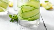 Kurangi Lemak di Perut yang Nonjol dengan Rutin Minum Air Mentimun