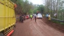 Jalan Raya Pangalengan Dipenuhi Luapan Lumpur, Arus Lalin Tersendat