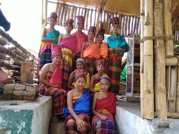 Masyarakat adat Bayan menganut filosofi Wetu Telu ini menyakralkan proses pembuatan aneka kain untuk pakaian adat. Antara lain pembuatan kain Umbaq Kombong, kain Kagungan, dan kain Bebo (dok Jajaq Bayan/Istimewa)