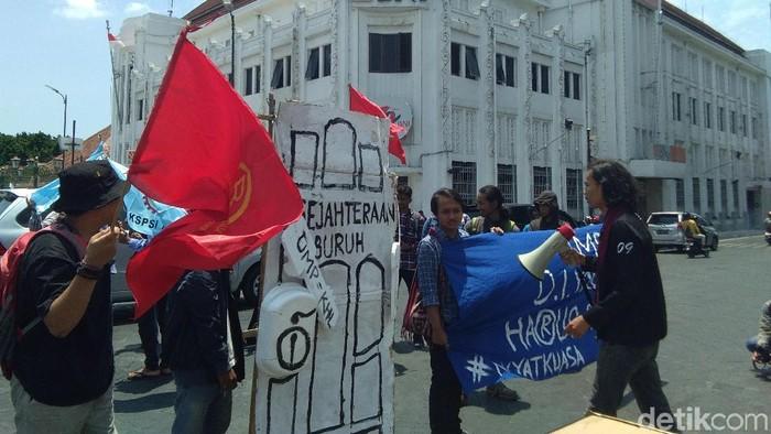 Demo buruh di Titik Nol Yogyakarta. Foto: Usman Hadi/detikcom