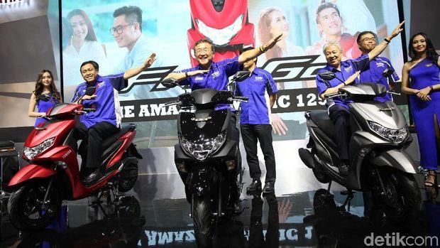 Manajemen Yamaha berpose dengan FreeGo