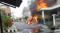 Rumah Penampungan Barang Bekas Terbakar, Pikap dan Motor Hangus
