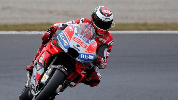 Jorge Lorenzo berharap bisa tampil di MotoGP Malaysia meski belum 100% fit usai menjalani operasi (REUTERS/Toru Hanai)