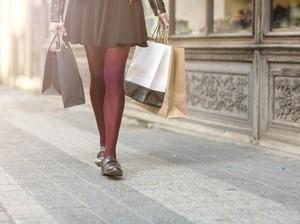 Bikin Salah Fokus, Wanita Ini Dikira Tak Pakai Celana Saat Belanja