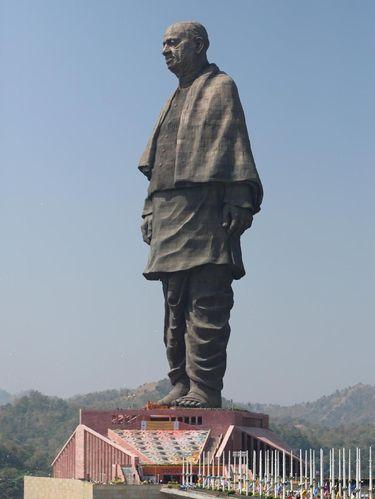 Statue of Unity setinggi 182 meter saat dilihat secara utuh