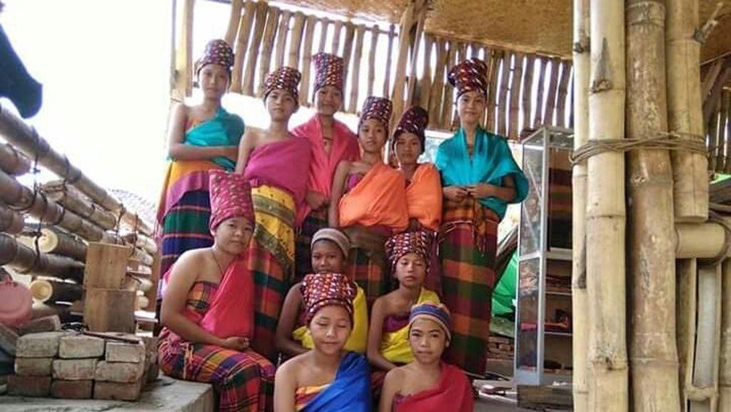 Foto: Lihat Anak Suku Bayan Pakai Tenun, Jadi Pengen Beli Deh