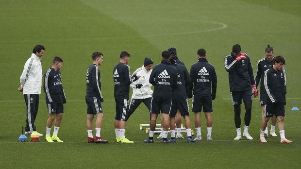 Real Madrid ditangani sementara oleh Santiago Hernan Solari.
