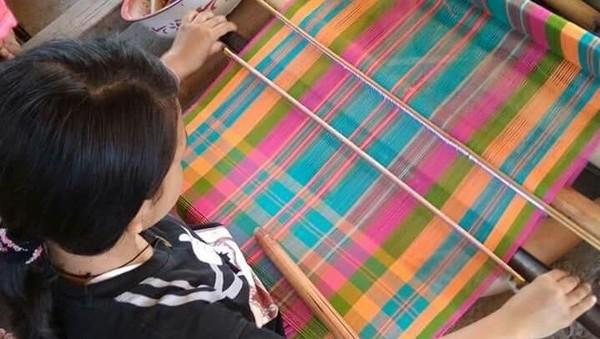 Seluruh proses penenunan kain-kain untuk pakaian adat dilakukan melalui ritual-ritual tertentu oleh penenun terbaik di Bayan. Dalam pengerjaannya, kain-kain itu tidak boleh ditenun sembarangan (dok Jajaq Bayan/Istimewa)