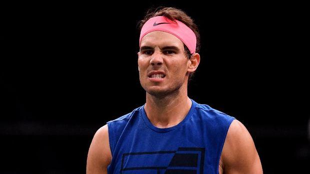 Rafael Nadal mundur dari Paris Masters dan kehilangan status nomor satu.