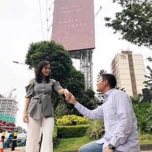 Viral, Pria Pasang Billboard di Jalan Gatot Subroto untuk Lamar Kekasih