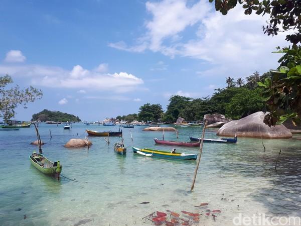 Ke Belitung, sudah wajib mengunjungi Museum Kata Andrea Hirata, penulis terkenal Laskar Pelangi. Traveler juga wajib ke Tanjung Kelayang dan melihat keindahannya (Afif/detikcom)