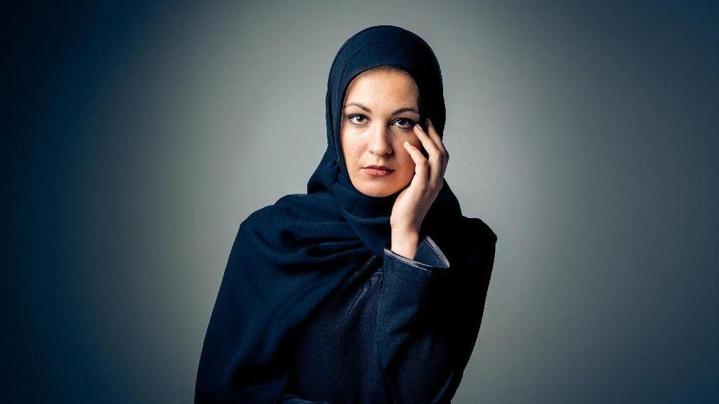 Viral, Wanita Ini Diserang di Kereta dan Ditarik Hijabnya Hingga Lepas