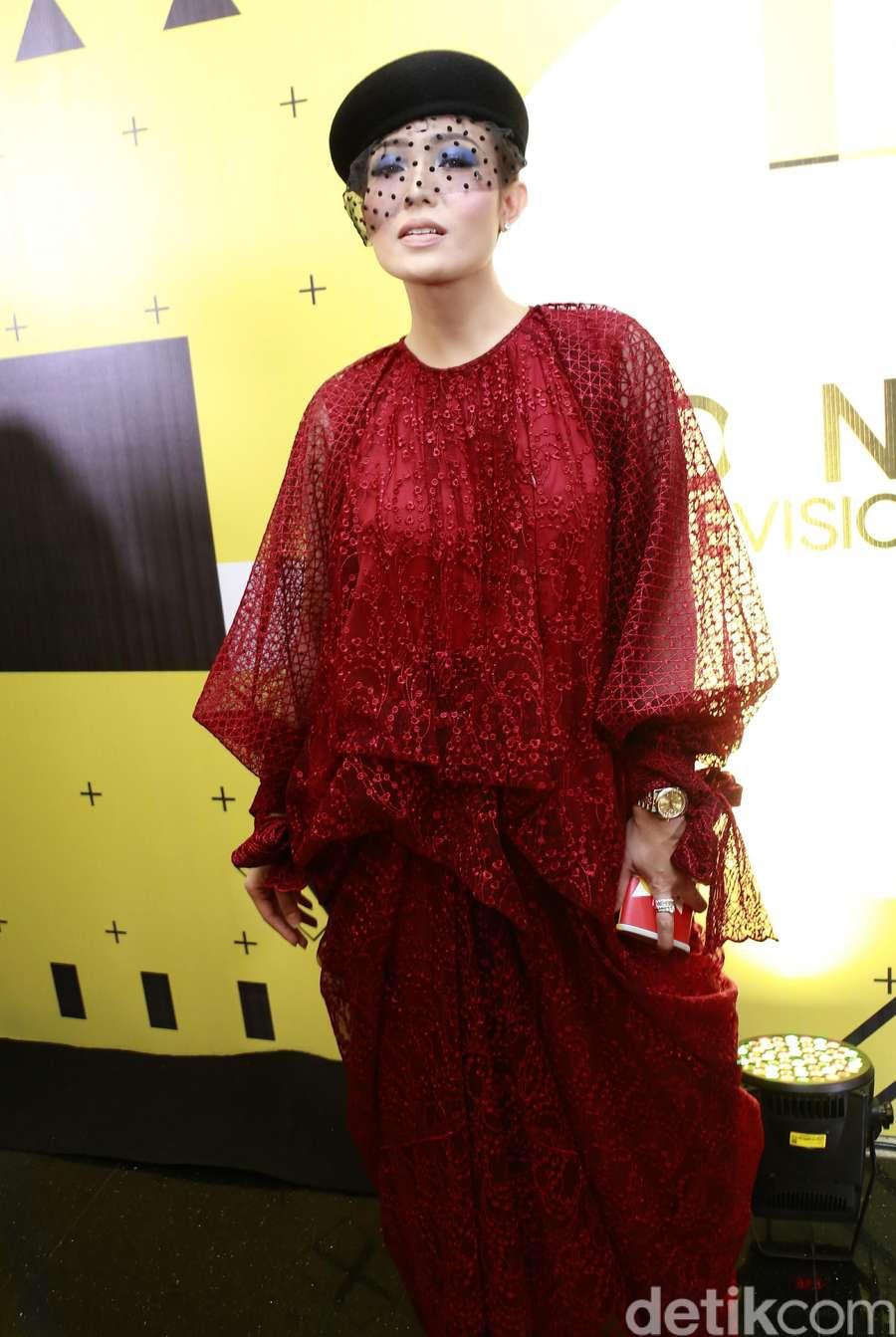 Ini Penampilan Ayu Dewi yang Dipuji Cantik oleh Cha Eunwoo