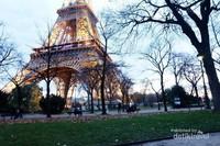 Traveler mana yang tidak mengenal Menara Eiffel di Paris, Prancis. Disebut sebagai destinasi paling populer di kota paling romantis sedunia, membuat pasangan Jusup dan Clarissa memilih Menara Eiffel sebagai salah satu lokasi prewedding mereka (Hernani Wahyu Nugraeni/dTraveler)