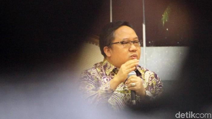 Anggota DPR dari Fraksi PDIP dan PPP menjadi pembicara dalam Diskusi Dialektika Demokrasi. Diskusi itu membahas perihal TKI yang dihukum mati tanpa notifikasi.