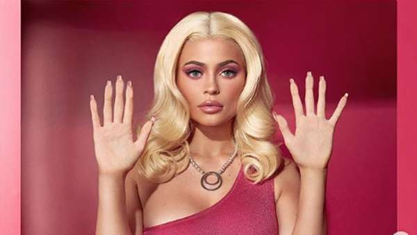 Kylie Jenner Jadi Barbie, Life In Plastic Its Fantastic