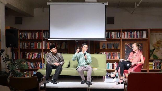 Ahmad Fuadi Promosikan Buku Indonesia saat Residensi di AS
