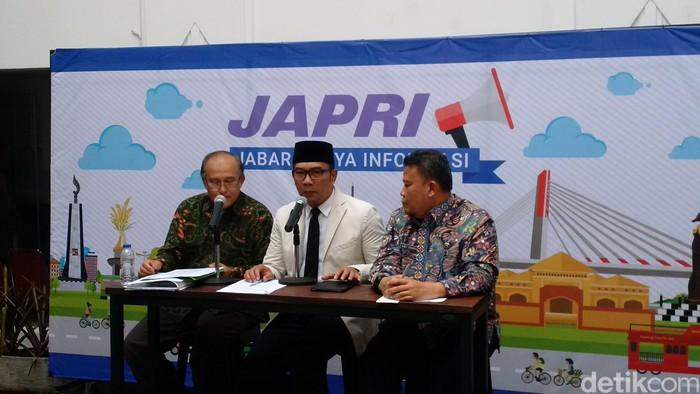 Gubernur Jabar Ridwan Kamil saat mengumumkan penetapan UMP Jabar 2019. (Foto: Mochamad Solehudin/detikcom)