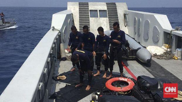 Jungkir Balik Penyelam Mencari dan Evakuasi Korban Lion Air