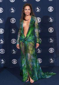 Ada Plagiat Gaun Ikonis J.Lo, Versace Ambil Jalur Hukum