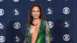 Ada Plagiator Gaun Ikonis J.Lo, Versace Ambil Jalur Hukum