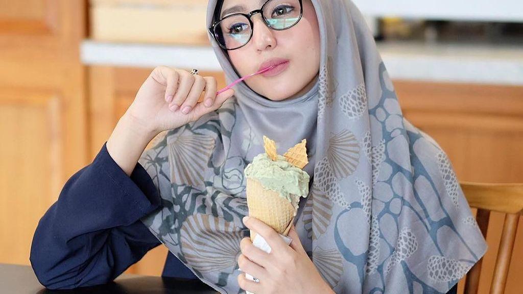 Gaya Makan Dokter Cantik hingga CL Eks 2NE1 yang Menarik Perhatian