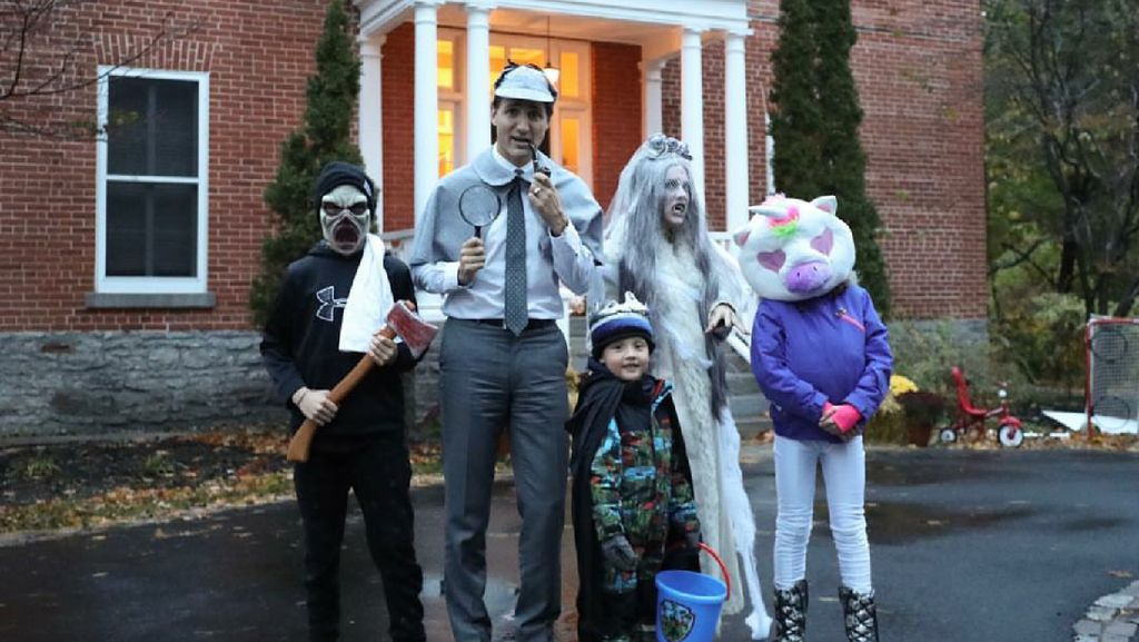 8 Foto Keseruan Keluarga Rayakan Halloween, Mana Favorit Bunda?
