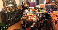 Tina Ostergaard habiskan Rp 300 juta dekorasi rumahnya jadi suasana Halloween