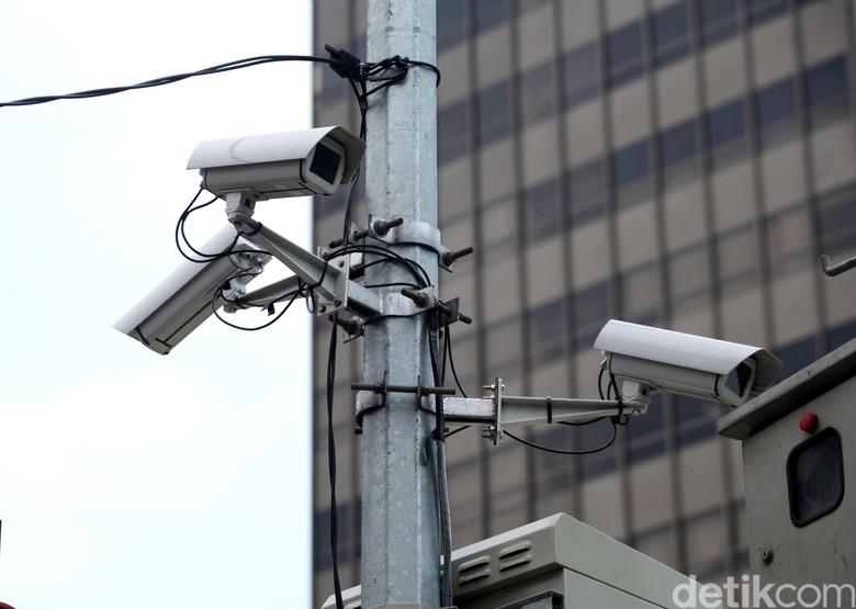Kamera CCTV di kawasan Sudirman-Thamrin. Foto: Lamhot Aritonang