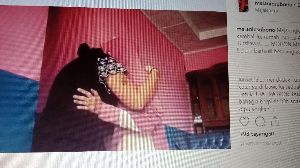 Peluk Ibunda TKI Tuti, Melanie Subono: Maaf Belum Berhasil Berjuang