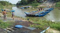 Video: Jembatan di Karawang Putus Diterjang Arus Eceng Gondok