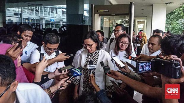 Menteri Keuangan Sri Mulyani usai diperiksa di Kantor Bawaslu, Jakarta, Jumat (2/11).