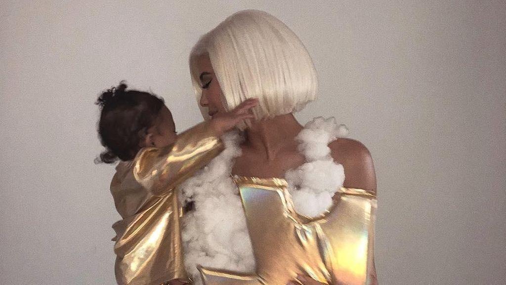 Dibuat dari Kapas, Ternyata Harga Kostum Halloween Kylie Jenner Rp 26 Juta