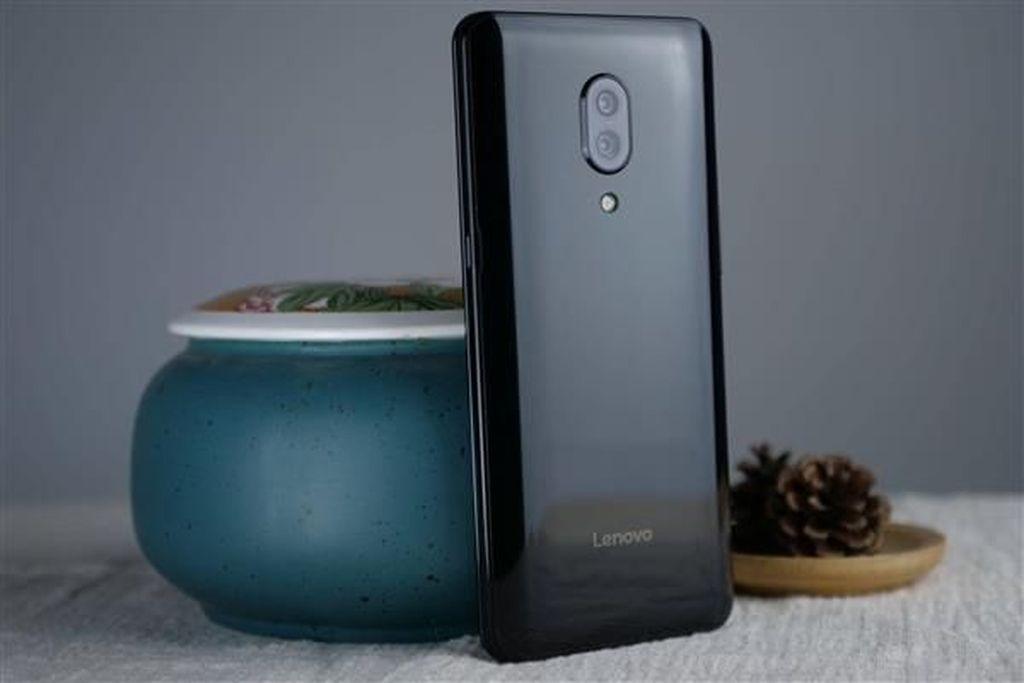 Ponsel tersebut diberi nama Z5 Pro. Foto: Sina Mobile