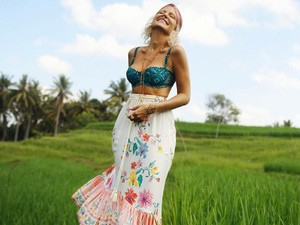 Lagi di Bali, Selebgram Ini Bikin Heboh karena Lumuri Tubuh Pakai Darah Haid