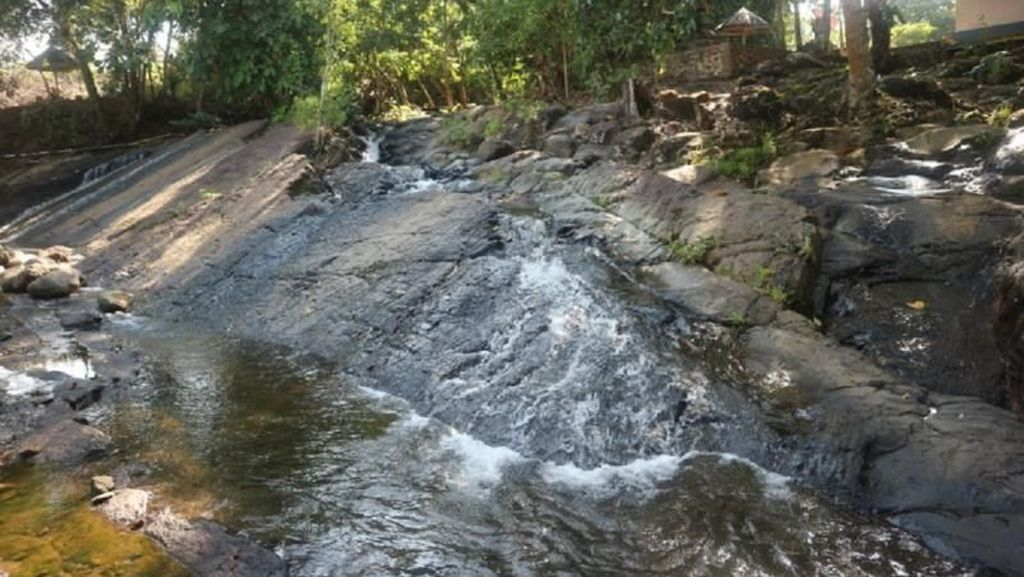 Segarnya Air Terjun Tumpang Dua di Kotabaru