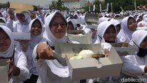 Santri Makan Ikan Bareng Menteri Susi di Probolinggo Raih Rekor MURI