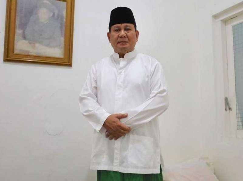 Kontroversi Tantangan Prabowo Jadi Imam Salat