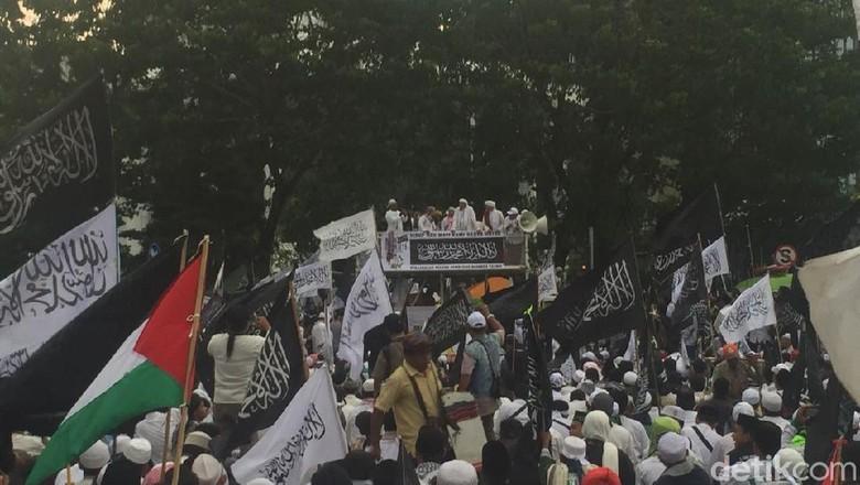 Lagu Dukungan Prabowo Presiden Menggema di Aksi 211