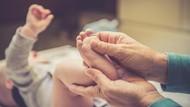Tips Kurangi Rewel Bayi dengan Pijatan Lembut