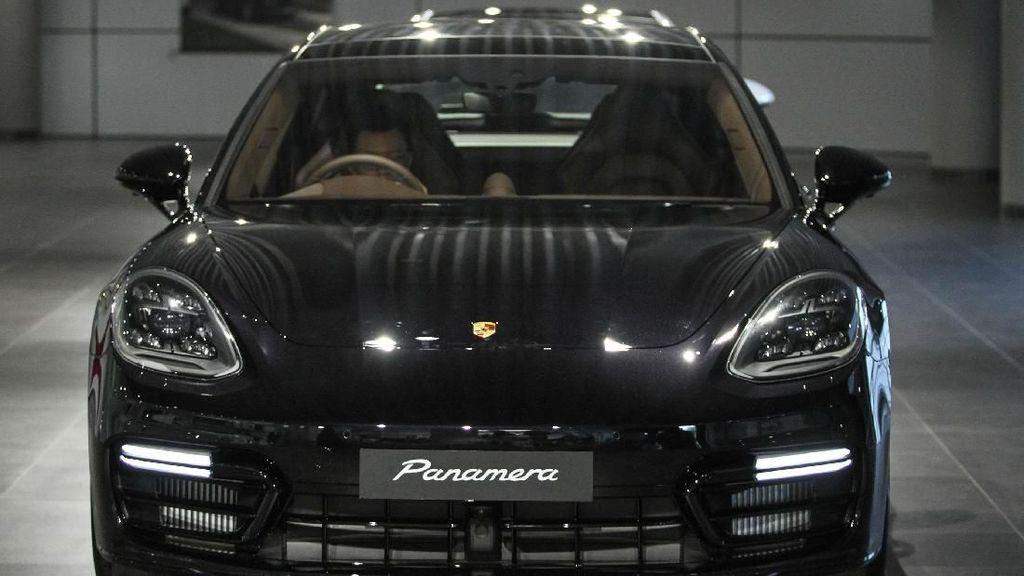 Porsche Panamera 4S Sport Tourismo Mendarat di Jakarta