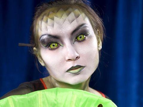 Ngeri! Pakai Lensa Kontak untuk Halloween, Remaja Ini Nyaris Buta