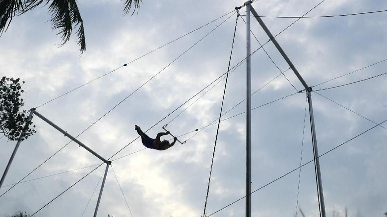 Flying Trapeze di Maldives (Kurnia/detikTravel)