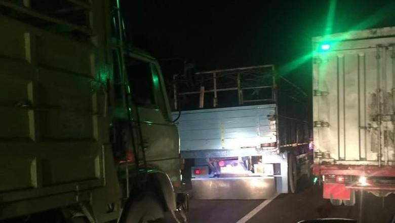 Ada Penyempitan di Tol Cikampek, Bandung Arah Jakarta Macet 52 Km!