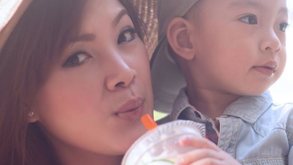 Kedekatan Laura Lazarus, Eks Pramugari Lion Air dengan Anak-anak