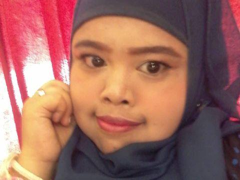 Kocak, Cowok Ganteng Bikin Parodi Makeup ala Youtuber yang Lagi Viral